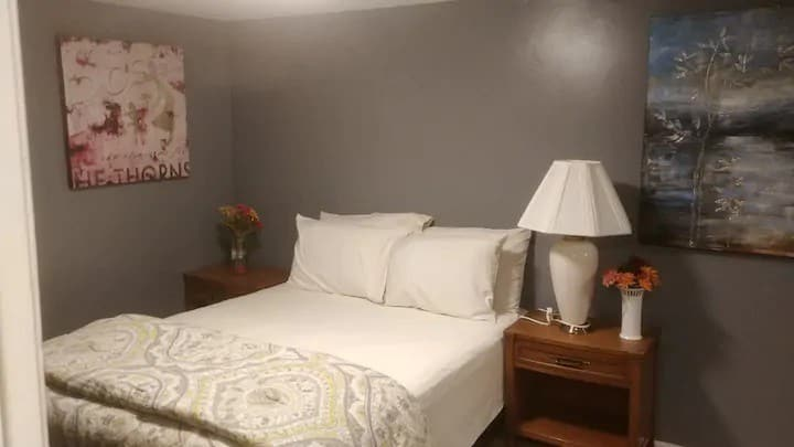 Warm and Cozy Room in Central Islip Home