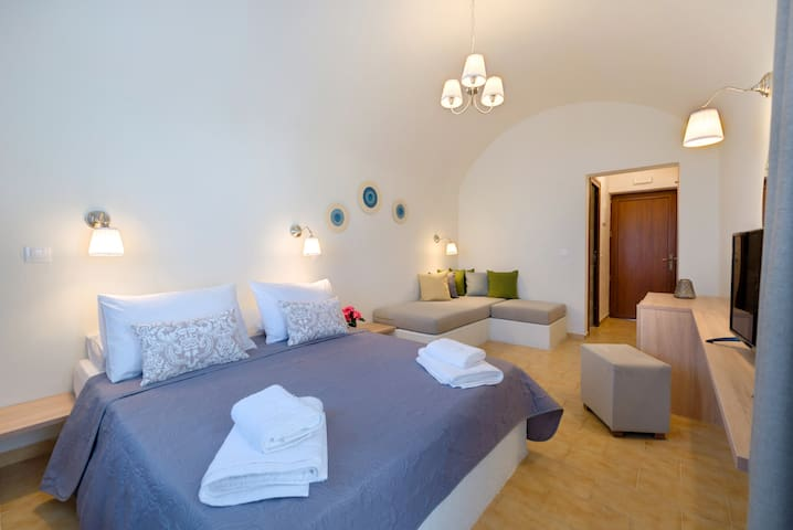 Alexander's Great View : Paros Room-21 m²