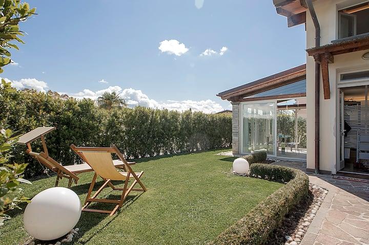 Elegante terratetto con giardino a 2,5km dal mare