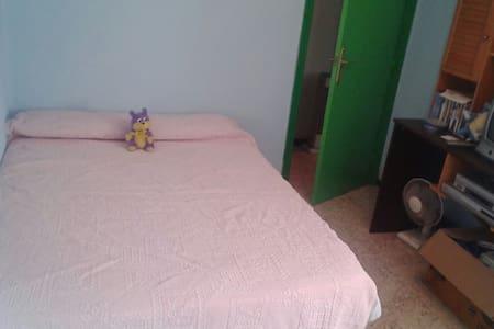 Habitación acojedora - San Juan de Aznalfarache