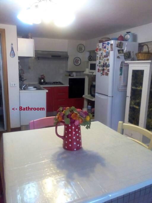 monolocale con angolo cottura, bagno, ingresso indipendente e giardino
