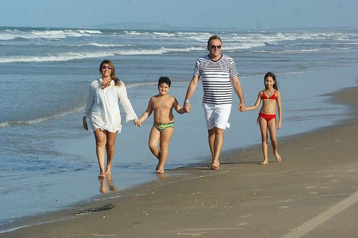 AQUAVILLE RESORT - 3 SUÍTES. Relax total na praia