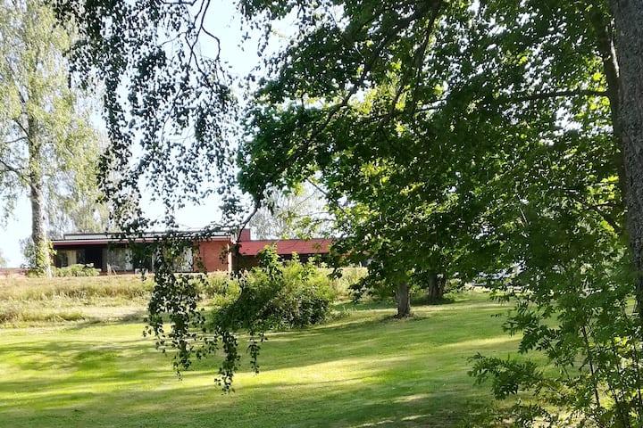 Perinteisessä suomalaisessa  maalaismiljöössä talo