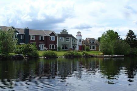 Eagle (Dark Green) Baldwin Lakefront Townhouse - Coaticook - Řadový dům