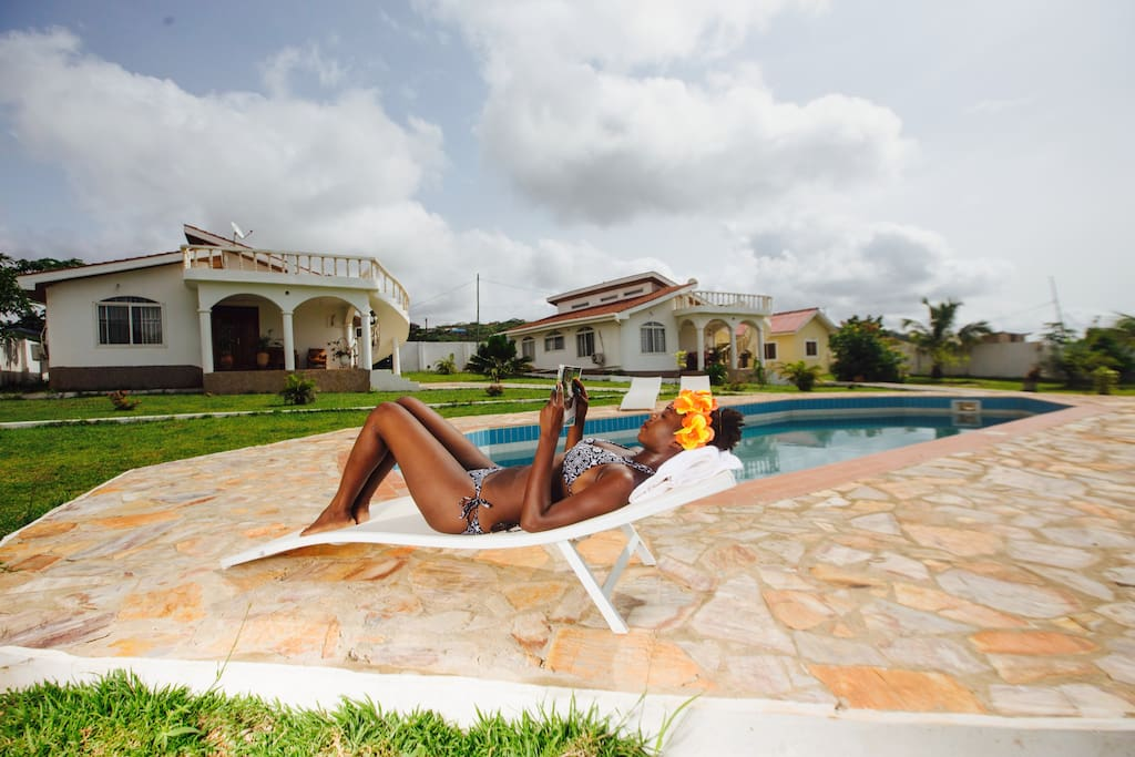 sch ner meerblick bungalow mit pool west h user zur miete in greater accra greater accra ghana. Black Bedroom Furniture Sets. Home Design Ideas
