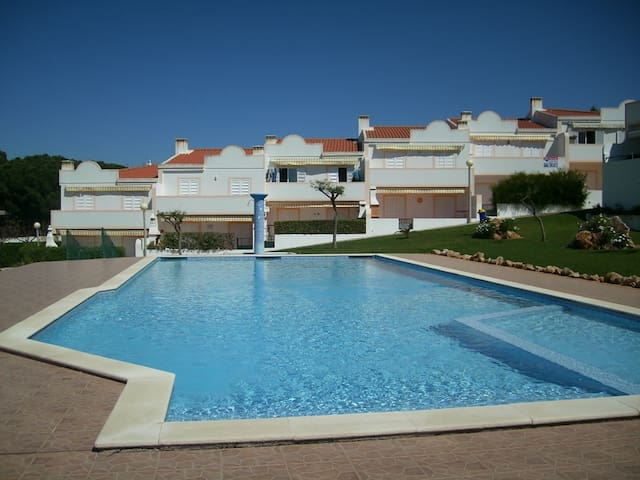 Large apartment in quiet location, beautiful pool