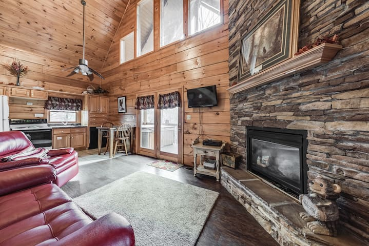 *SUMMER SPECIAL* Private 2 bed 2 bath Pigeon Forge