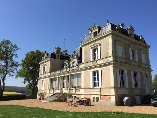 Château avec vue imprenable et piscine chauffée - Daon - Castillo