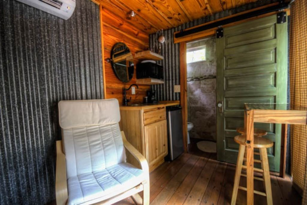 Old shipping container transformed in to an upscale cabin tucked away in the Appalachian Mountains, just minutes away from Downtown Dahlonega.  Perfect for a romantic getaway or someone looking to escape the noise.