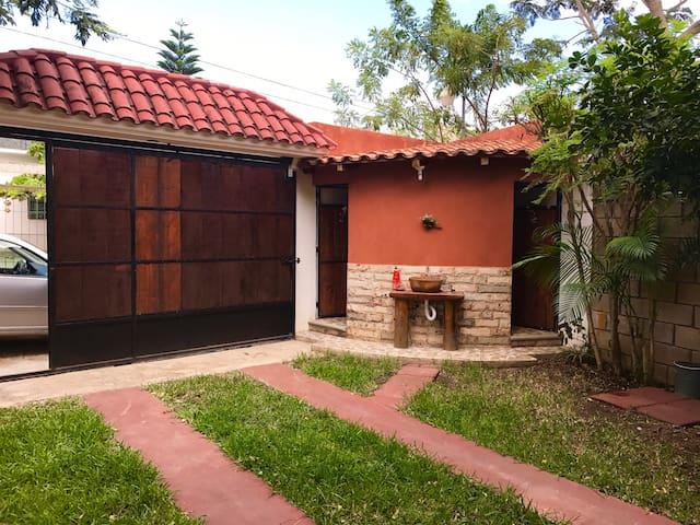 Bonita casa y buena ubicación - Tuxtla Gutiérrez  - House