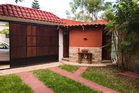 Bonita casa y buena ubicación - Tuxtla Gutiérrez  - Hus