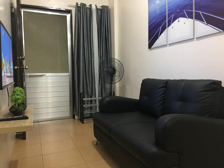 2BR 1CR Garage Fully Furnished FastWiFi (Unit-E)