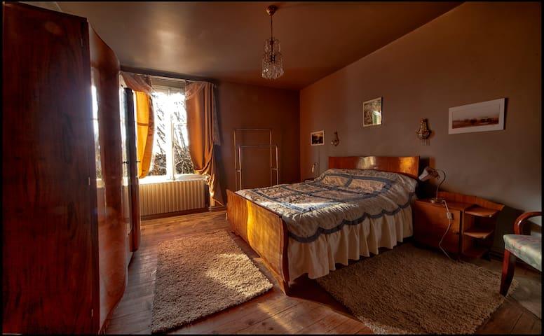 Maison d'hote Art deco - Saint-Saud-Lacoussière - Guesthouse