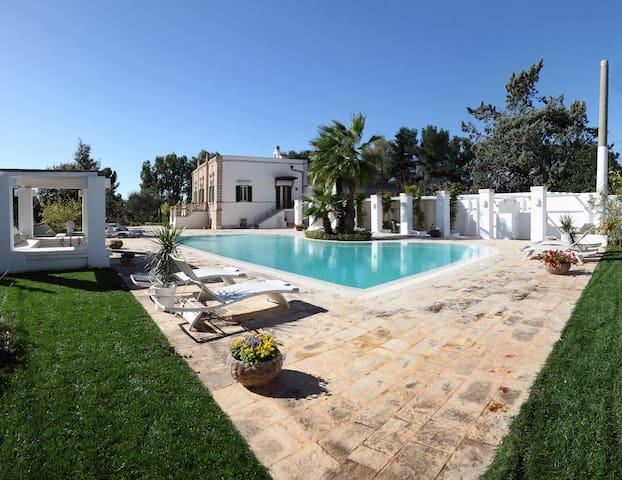 VILLA FAVORITA Villa stile Liberty con piscina - Monopoli