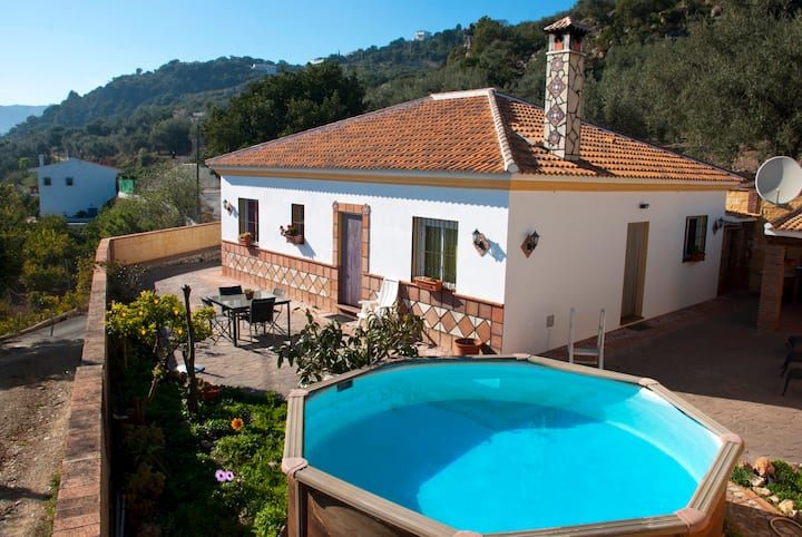 Beautifully situated villa with pool near Comares.