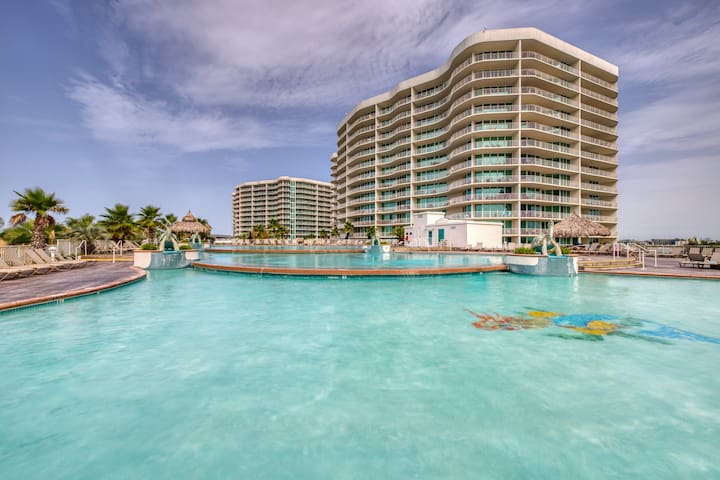 Lovely condo near beach w/balcony, shared pool, hot tub, and lazy river!