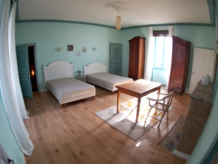 "Private spacious room in the ""Jolly Château"""