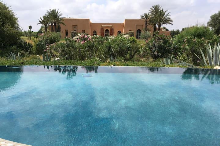 Riad luxueux dans grand domaine arboré et fleuri