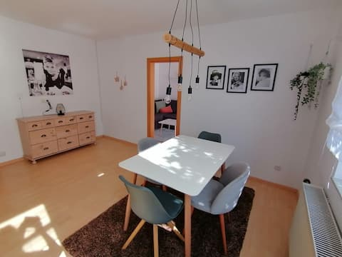 Frisch sanierte Wohnung mit guter Anbindung.