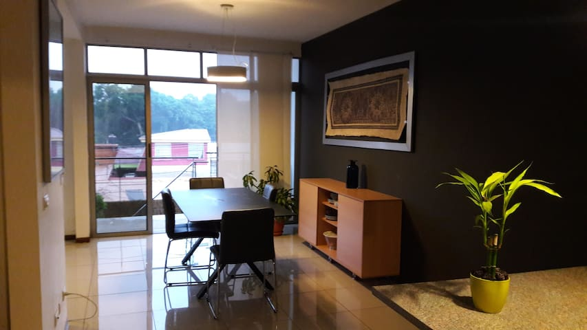 Apartment + Parking (5 min from airport) - Alajuela - Flat