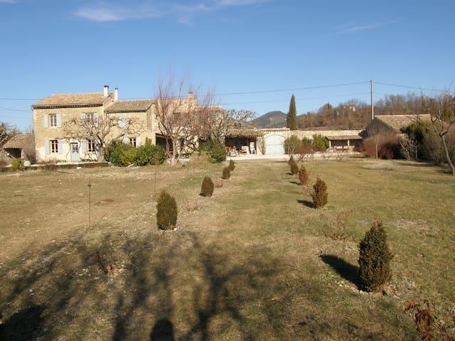 Authentique ferme restaurée proche de Vaison la Ro - Mollans-sur-Ouvèze - Apartament