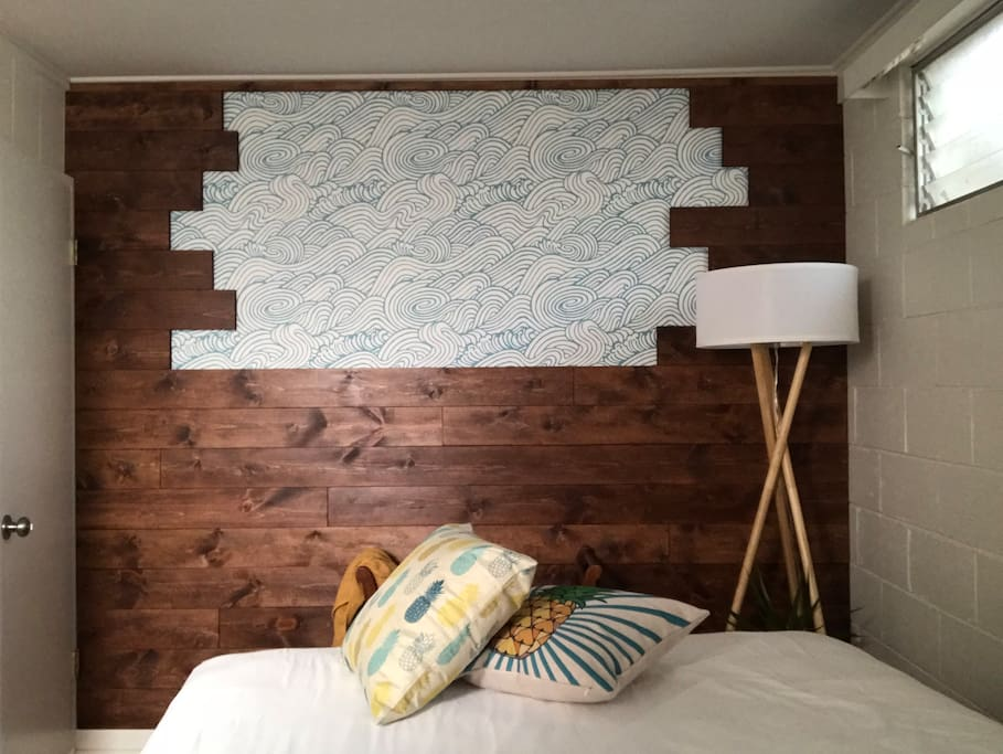 Mauka Bedroom with A/C (Queen bed)