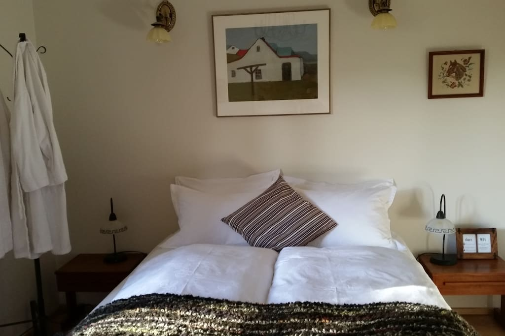 Queen size bed, comfortable quality linens