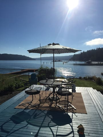 WATERFRONT ALDERBROOK HOME AWAITS-STROLL TO IT ALL - Union