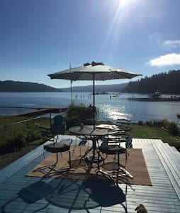 WATERFRONT ALDERBROOK HOME AWAITS-STROLL TO IT ALL - Union - House