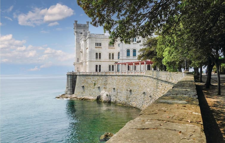 Holiday apartment with 1 bedroom on 40m² in Trieste TR