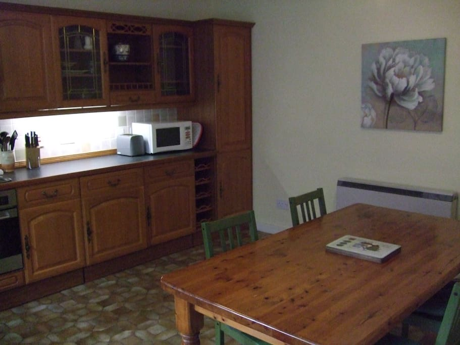 Kitchen / dining area for 4