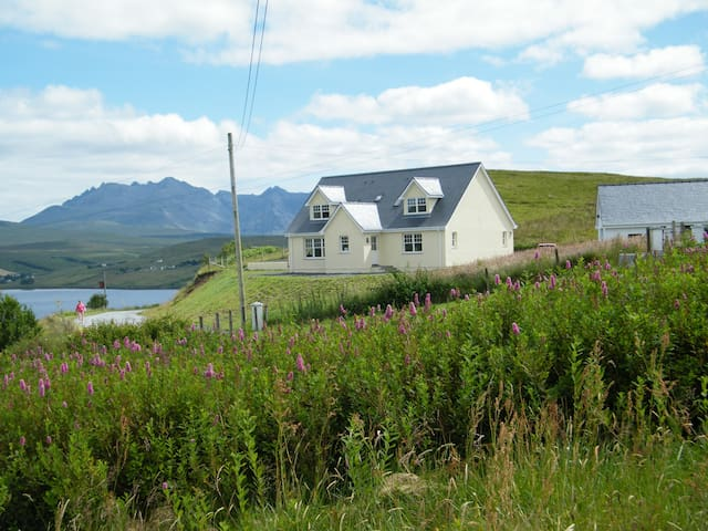 Lon Ban, Isle of Skye Cottages - Carbost - Casa