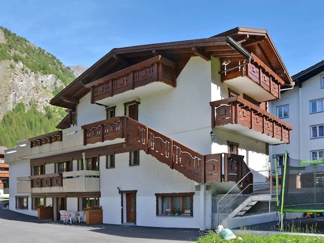 55 m² apartment Haus Quelle for 6 persons in Saas-Grund