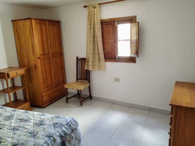 C/Norte room with bed in share house 5