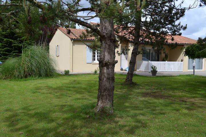 Maison en campagne pour 6 personnes - Chermignac - Dům