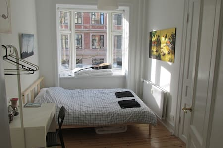 Sunny double room in friendly Copenhagen. - Frederiksberg - Appartement
