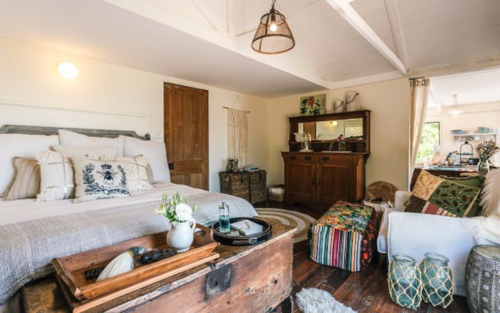 Wild Bay Sandcastle Luxury Cottage incl Sleepout