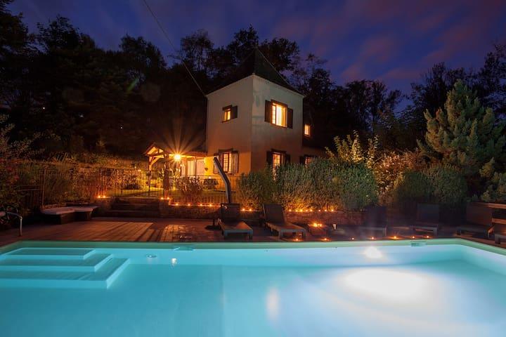 Maison piscine Jacuzzi sauna jardin  5 mn Sarlat