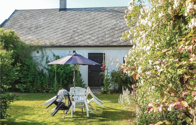 Holiday cottage with 2 bedrooms on 100 m² in Ystad