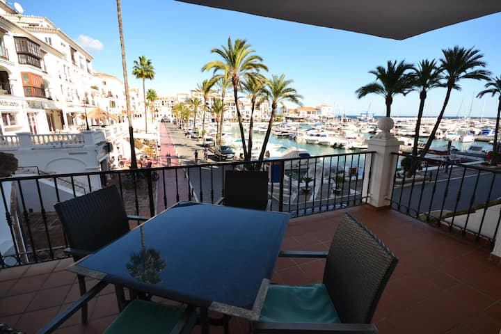 Nice 2 bedroom apartment with Marina views, pool, gardens, 24 h security service, Wi-Fi