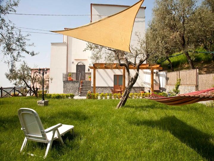 Newly refurbished apt near Sorrento