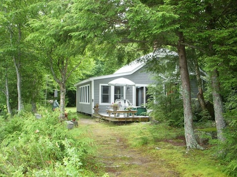 Wonderful classic Maine cottage on beautiful lake