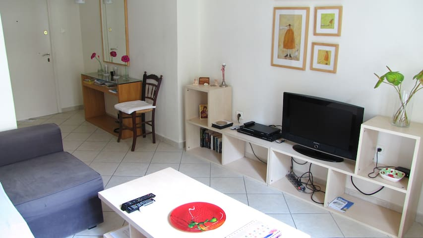 47m2, close to metro,cable TV,wi-fi - Atenas - Apartamento