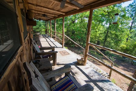 Hilltop cabin,views for miles,Smithville & Bastrop - Smithville - Natur-Lodge