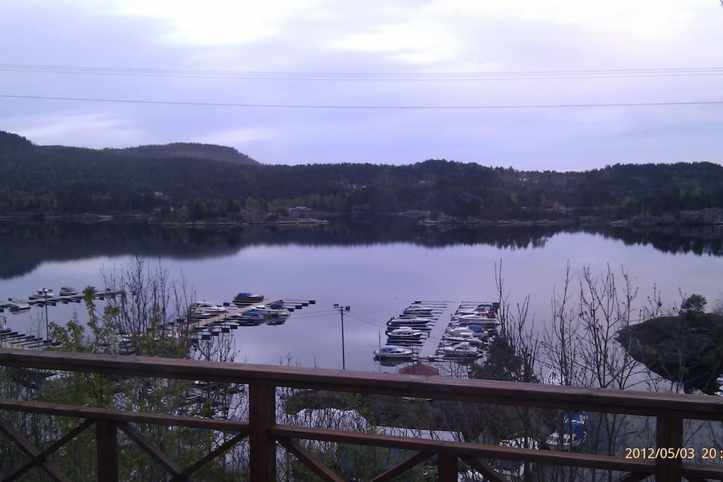 Utsikten ut mot Hellefjorden