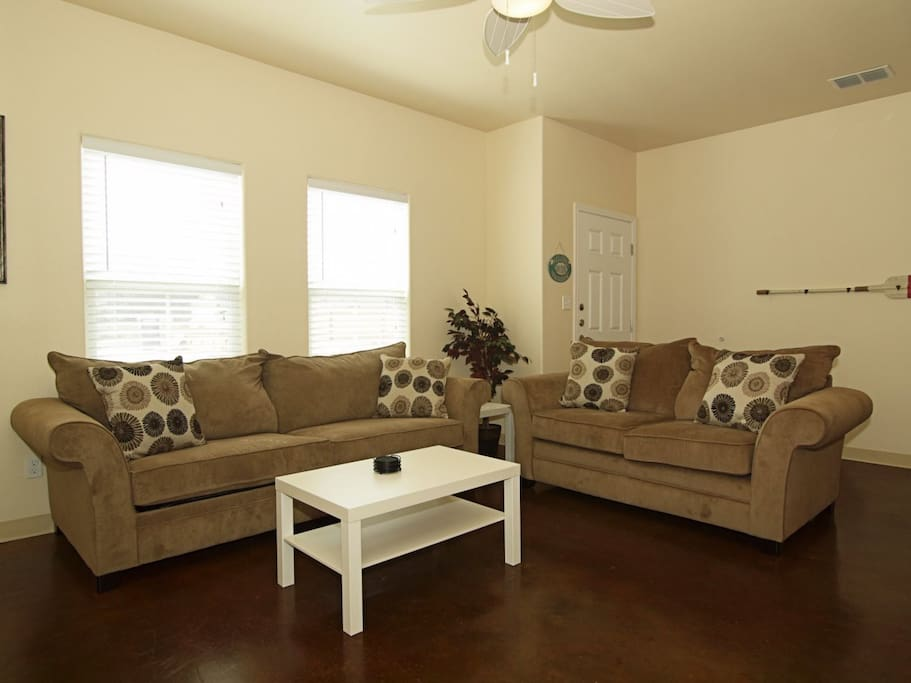 Couch,Furniture,Indoors,Room,Hardwood