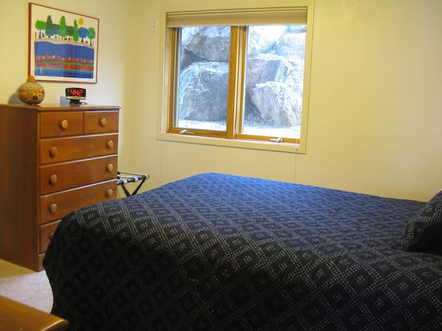 Foot of Flagstaff Mountain: 1 - 3 guest rooms