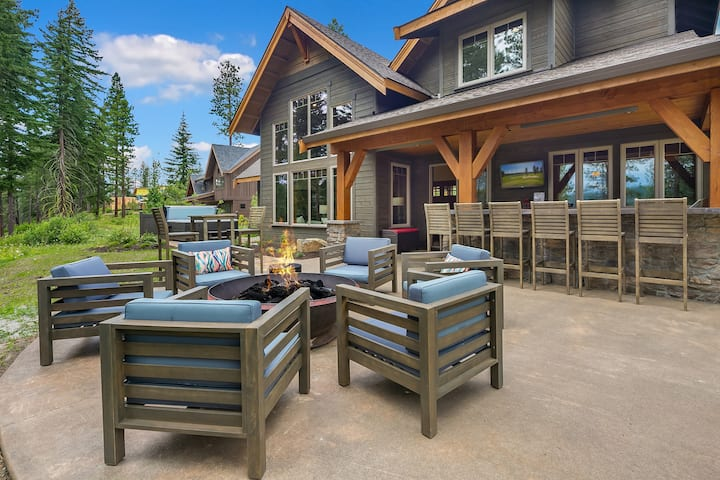 Whitefire Lodge-Beautiful Whitefire Lodge overlooking the Nelson Preserve!