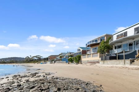 Absolute Waterfront Only 15 minutes From Hobart