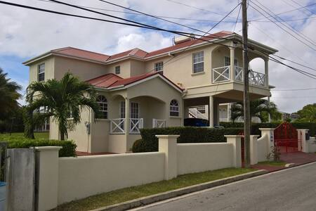 3 bedroom home from home, in Mangrove St Philip - Mangrove